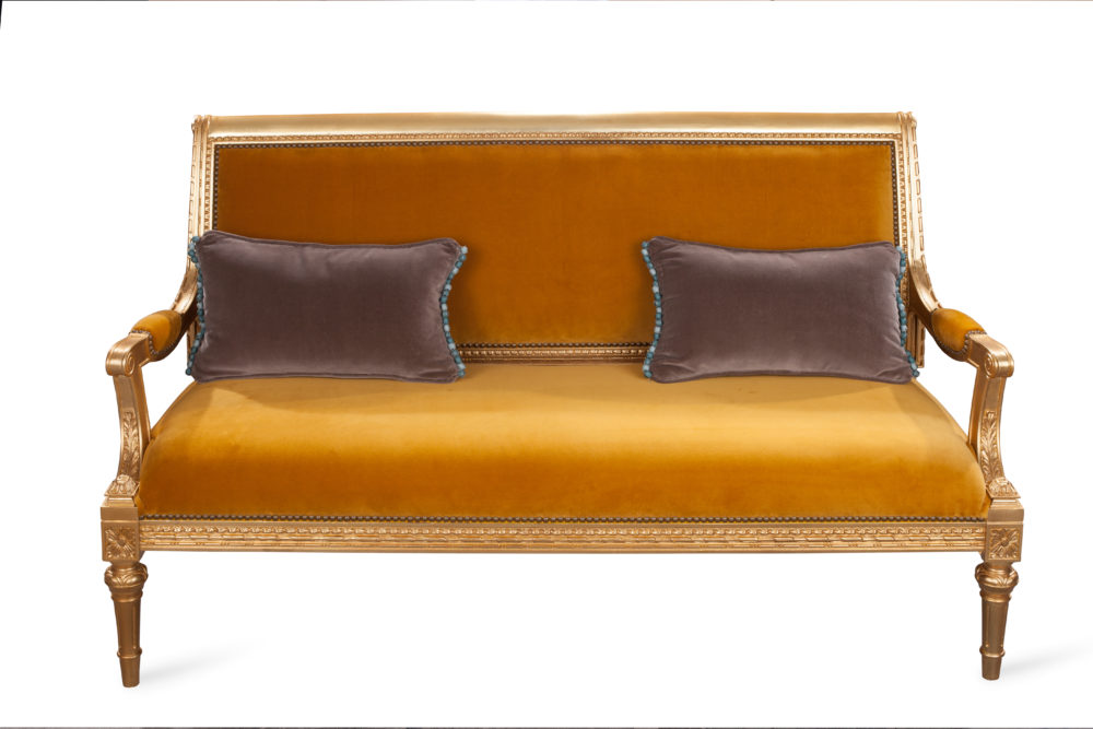 Front View - Sofa - End result with cushions